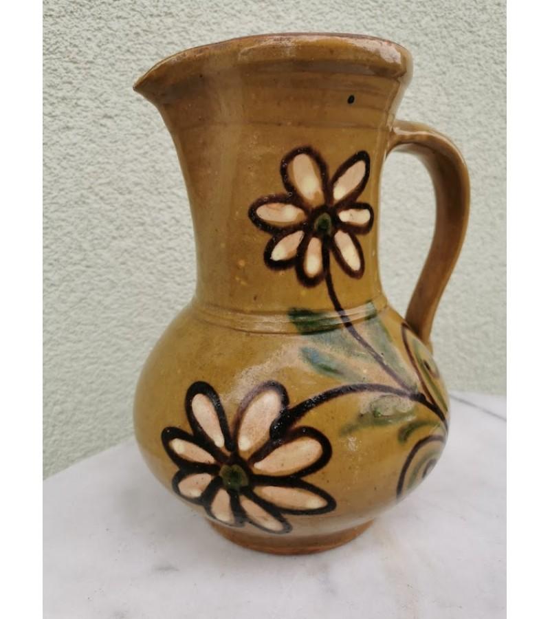 Ąsotis senovinis, glazūruotas, puoštas gėlėmis. REZERVUOTA