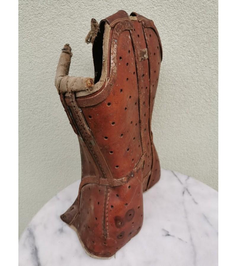 Protezas - korsetas antikvarinis. Kaina 82