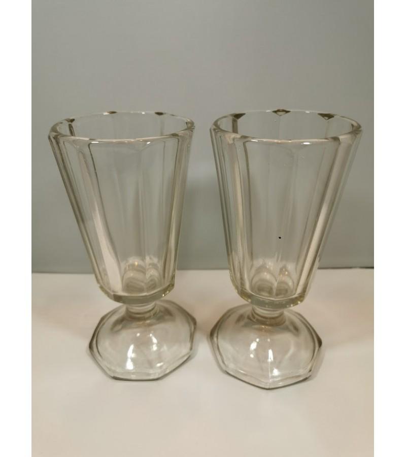 Taurės, dideli stikliukai antikvariniai. 2 vnt. Kaina po 21
