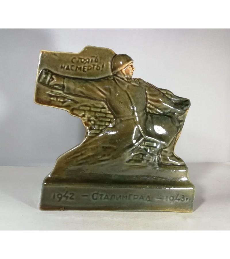Statulėlė keraminė, glazūruota karine tema, Stalingrad, 1942-1943 m. Kaina 42