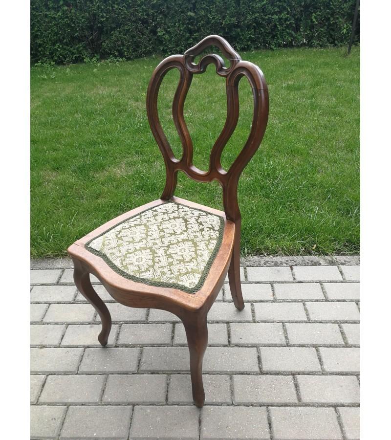 Kėdė antikvarinė. Kaina 32