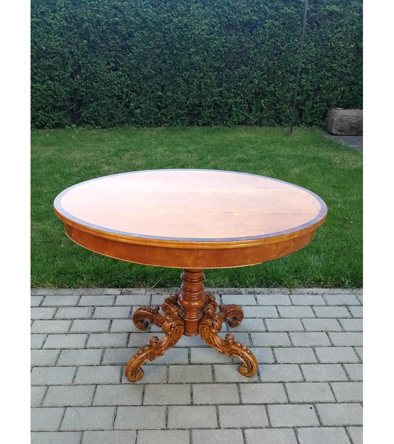 Stalas ovalus, nedidelis, drožinėta koja, antikvarinis. Kaina 97