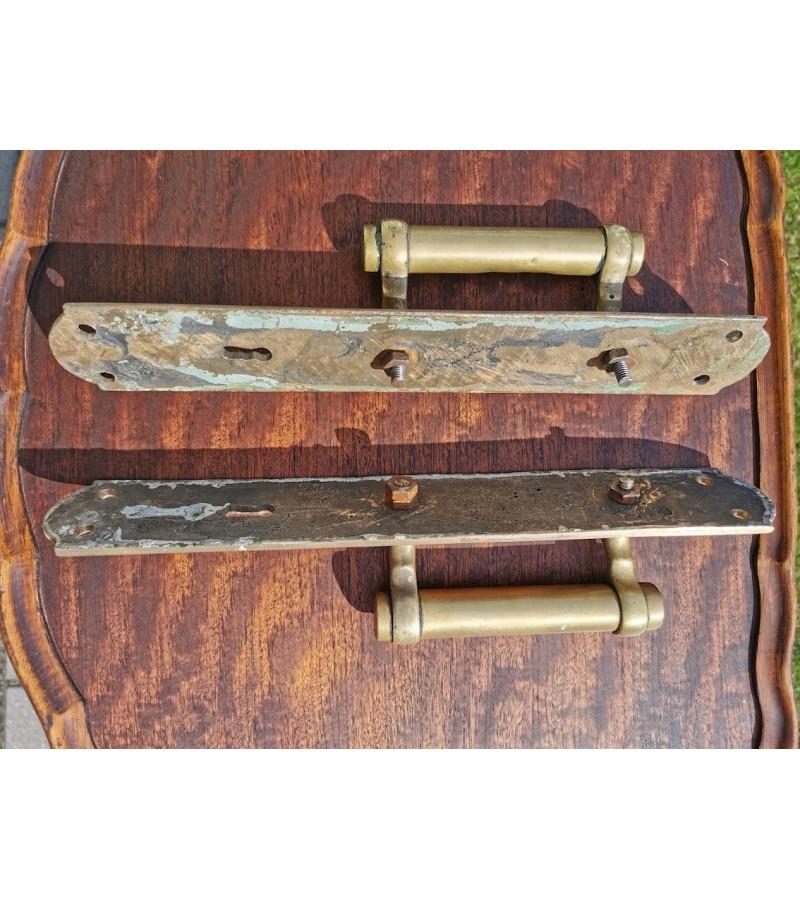 Rankenos masyvios, bronzinės, antikvarinės. 2 vnt. Kaina 132 už abi.