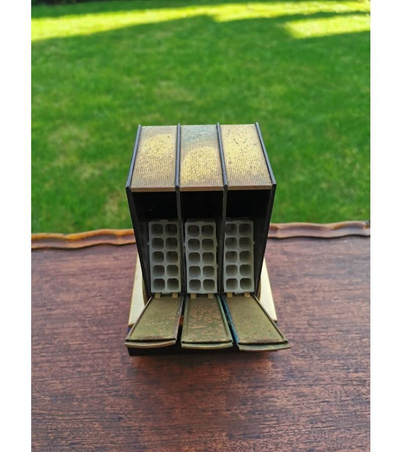 Cigarečių dėtuvė grojanti, tarybinė, Kosmoso pasiekimų tema, 1966 m. Veikianti, mechaninė, prisukama. Kaina 48