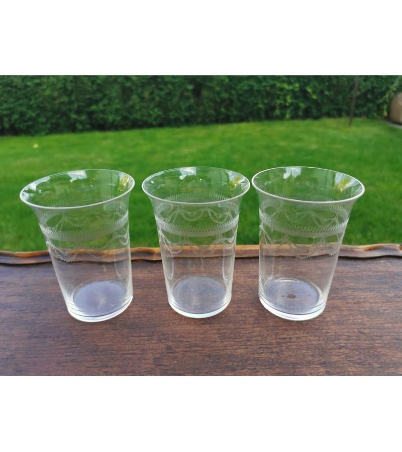 Stiklinės antikvarinės, graviruoto stiklo, Viktorijos laikų. Anglija. 3 vnt.