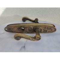 Rankenos bronzinės, masyvios, antikvarinės, Art Noveau stiliaus. Kaina 63