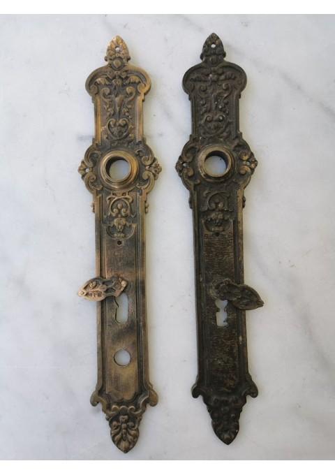Rankenų apdailos bronzinės, antikvarinės. 2 vnt. Kaina 42 už abi.