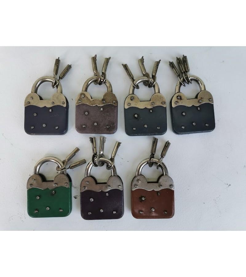 Spynelės su raktais antikvarinės, veikiančios, 7 vnt. Kaina po 27