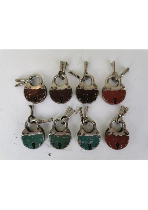 Spynelės su raktais antikvarinės, veikiančios. 8 vnt. Kaina po 17