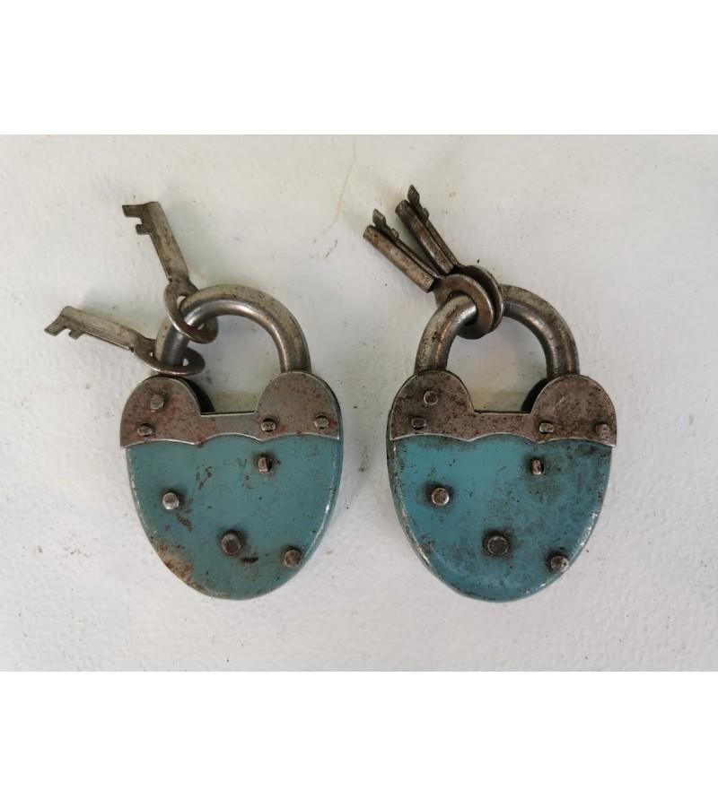 Spynelės su raktais antikvarinės, veikiančios, 2 vnt. Kaina po 27