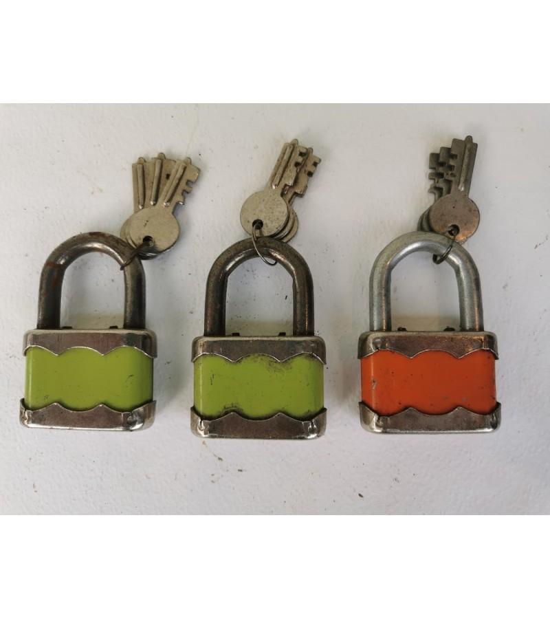 Spynelės su raktais antikvarinės, veikiančios, 3 vnt. Kaina po 23
