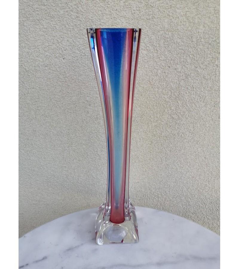 Vaza storo, spalvoto stiklo, vintažinė. Kaina 48