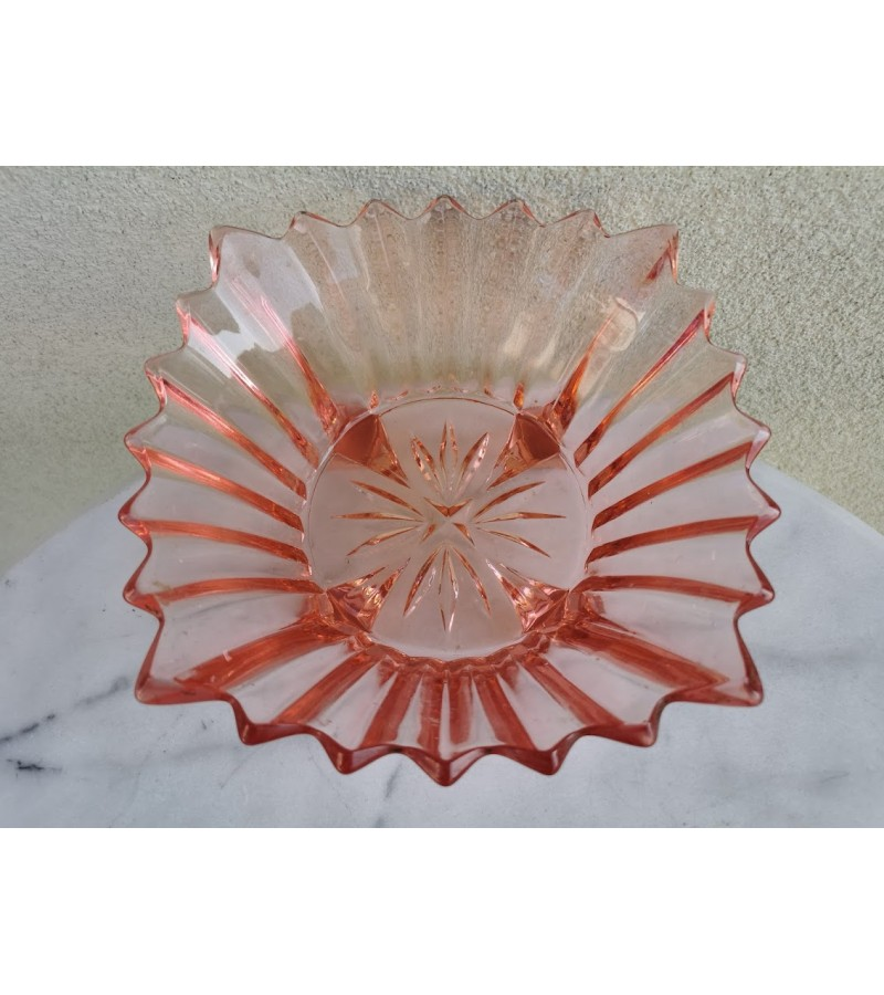 Vaza vaisinė, antikvarinė, rausvo stiklo. Kaina 33