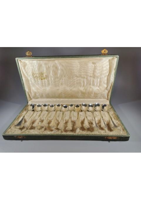 Šaukštelių sidabrinių, antikvarinių komplektas 12 vnt. originalioje dėžutėje. Kaina 387