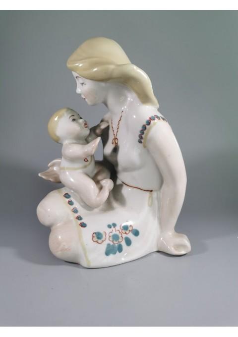 Statulėlė Motina su vaiku porcelianinė, tarybinių laikų. Kaina 63