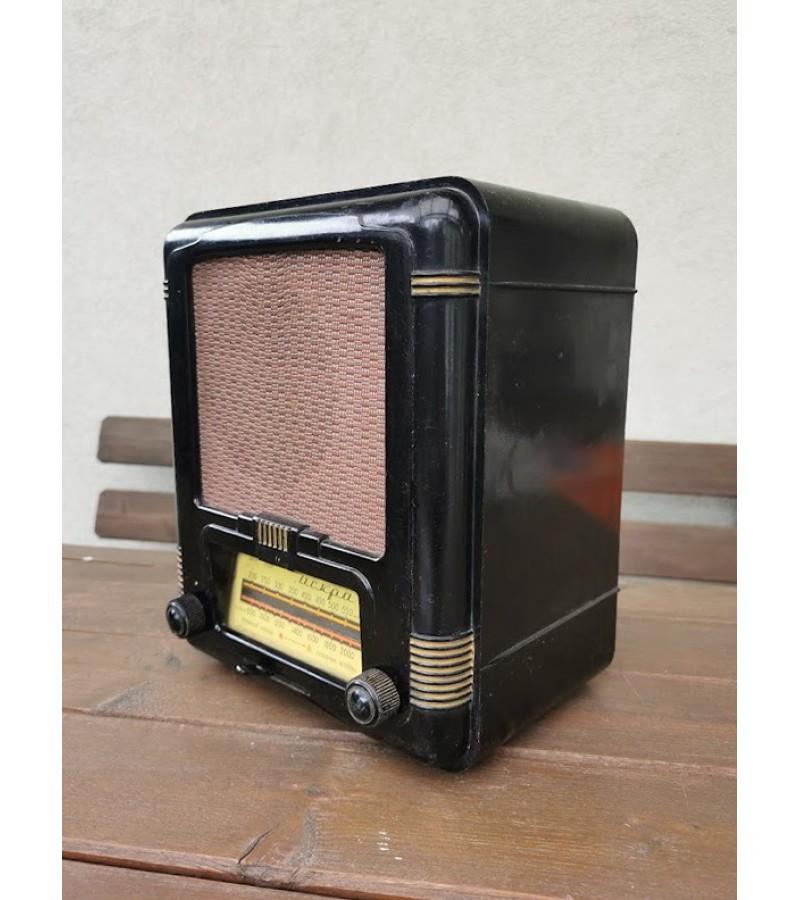 Radija ИСКРА. ISKRA, tarybinė, 1953 m. Aleksandrov Radio Works (ARZ). Netikrinta. Kaina 107