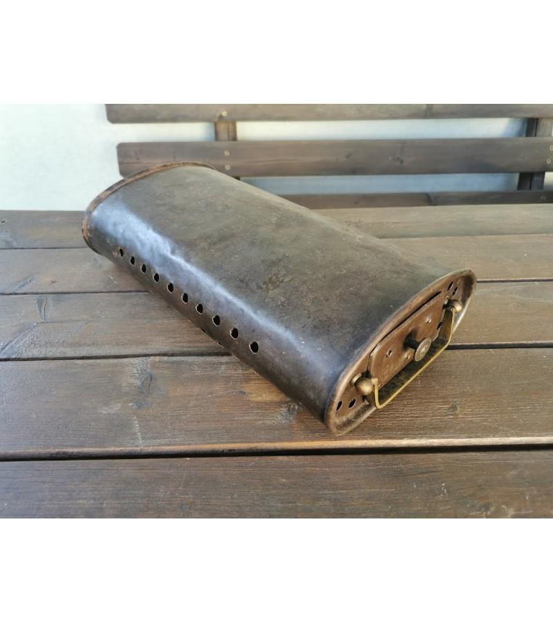 Šildynė antikvarinė, automobilinė, žalvarine rankena, su stalčiuku, prancūziška. užrašas 35. Kaina 73