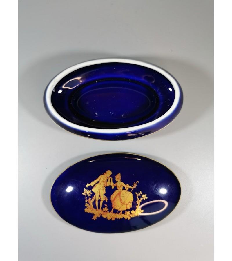 Dėžutė porcelianinė Fabrique et decore Limoges (France) konalto spalvos. Kaina 28