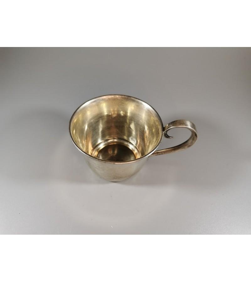 Puodelis sidabrinis, 875 prabos, tarukaris. 44 g. Kaina 83