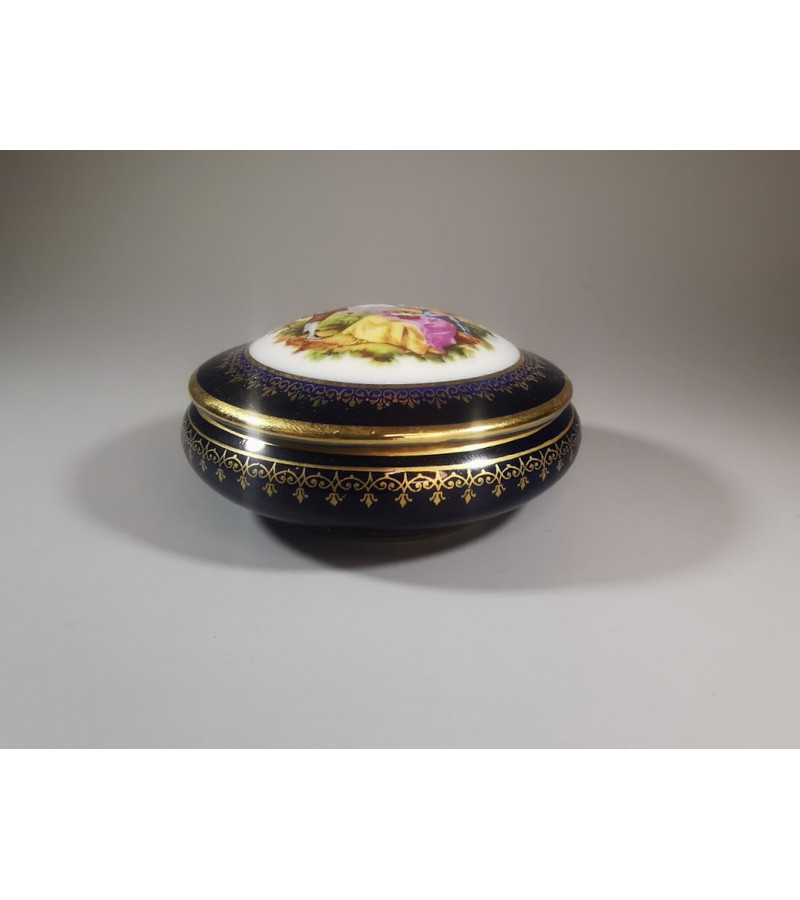 Dėžutė porcelianinė Porcelaine Artistique F. M. Limoges France, kobalto spalvos. Kaina 21