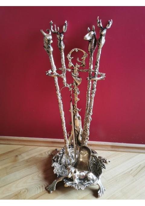 Židinio įrankių komplektas su stovu, bronziniai, medžioklės motyvais. Kaina 228