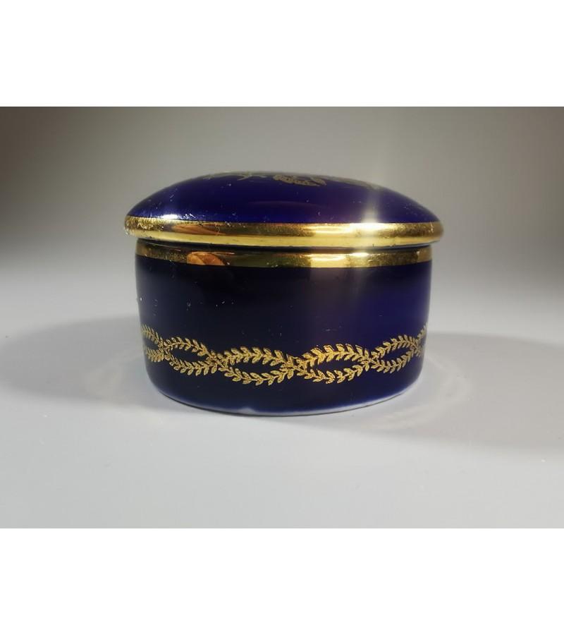 Dėžutė porcelianinė Royal Limoges, kobalto spalvos. Kaina 16