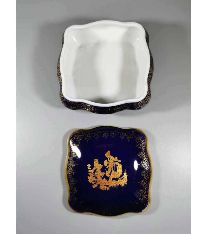 Dėžutė porcelianinė Limoges France, kobalto spalvos, keturkampė. Kaina 32