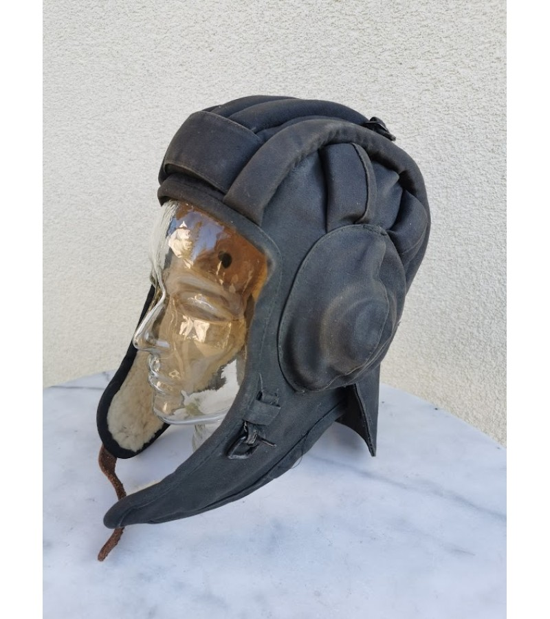 Tankisto šalmas, kepurė su kailiu. Kaina 63