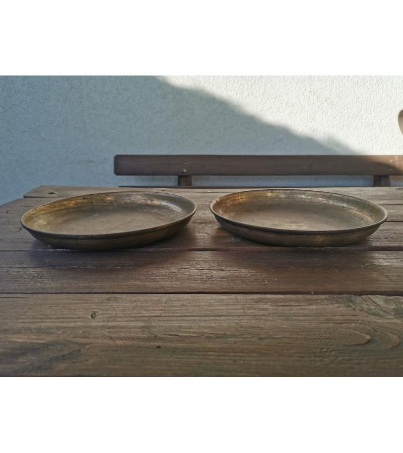 Svarstyklių lėkštės žalvarinės. 2 vnt. Skersmuo 22,5 cm. Kaina 43 už abi.