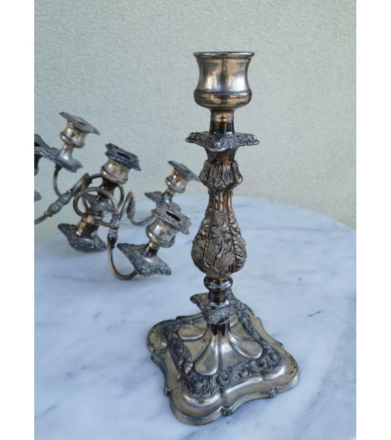 Žvakidė antikvarinė vienos arba penkių žvakių, dviejų dydžių žvakėms. Silver Plated. Made in England. Svoris 5 kg. Kaina 158