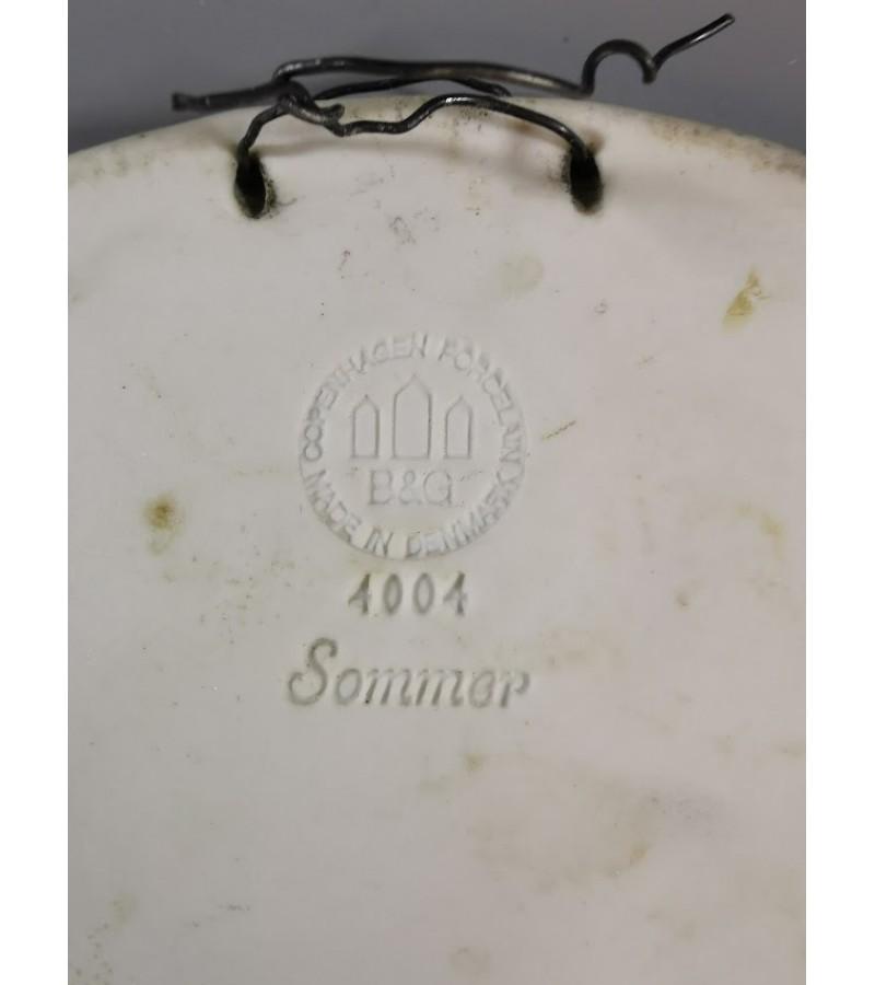 Plaketė porcelianinė antikos tema, biskvitas, Royal Copenhagen. Denmark. Skersmuo 20 cm. Kaina 18