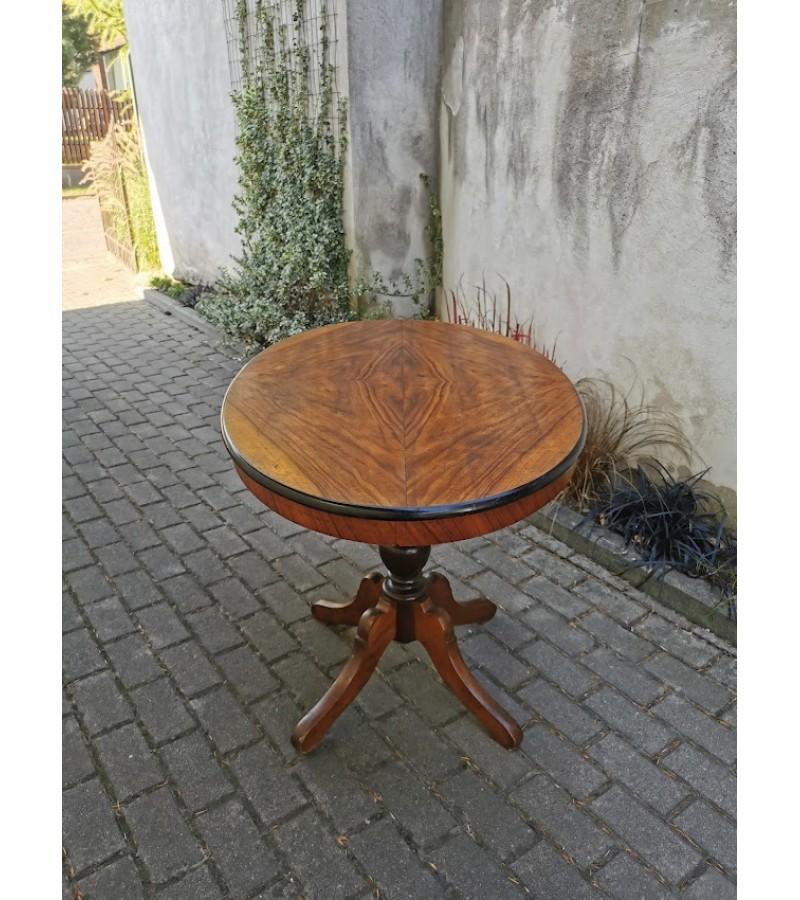Stalas ovalus, antikvarinis. Kaina 93