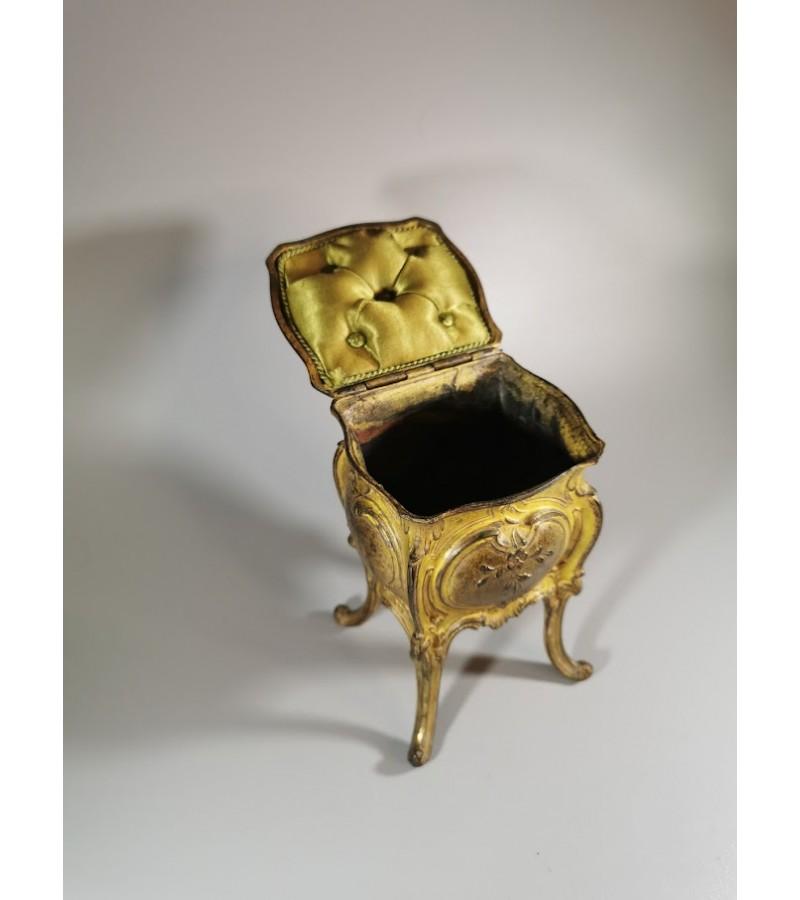 Dėžutė antikvarinė, prancūziška. Kaina 178