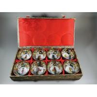 Taurelės sakei (japoniškai degtinei) dėžutėje, japoniškas porcelianas. REZERVUOTA