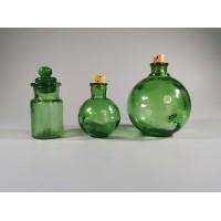 Buteliukai maži, žalio stiklo su kamšteliais. REZERVUOTA