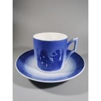 Puodelis su lėkštute kalėdinis, porcelianinis, kolekcinis Royal Copenhagen. Kaina 13