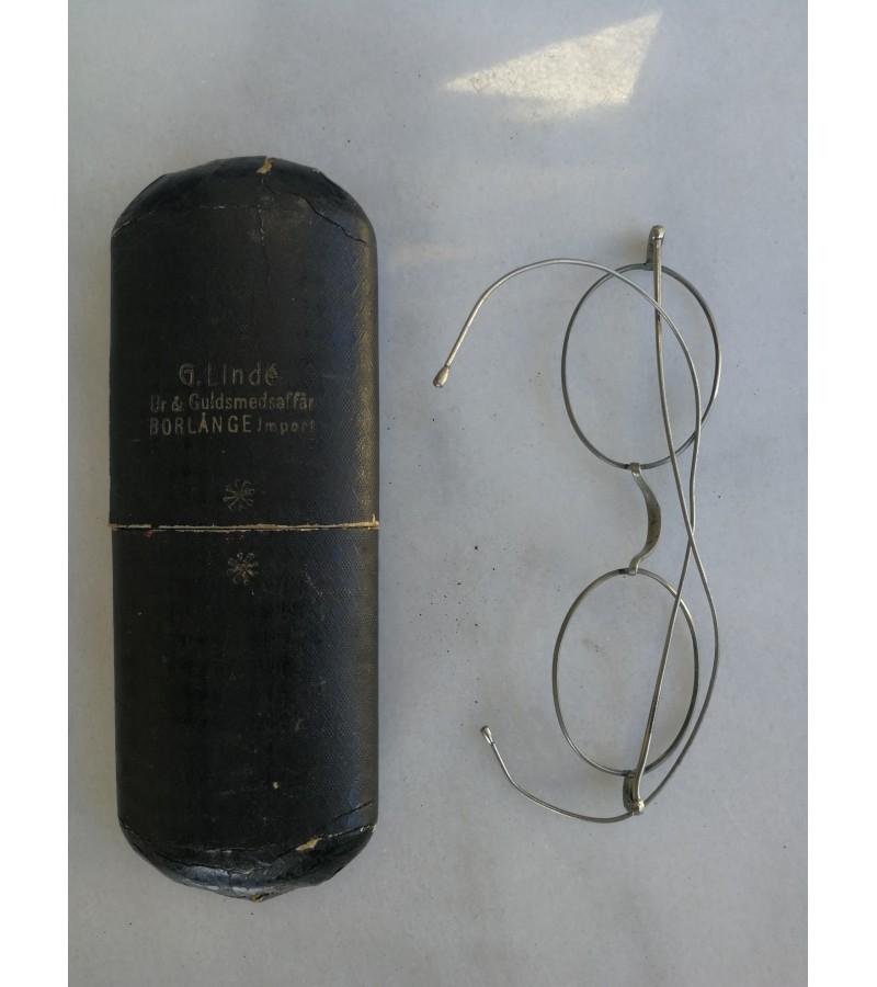 Antikvariniai akinių rėmėliai su dėklu. Kaina 23