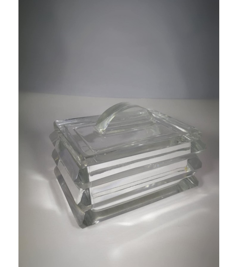 Dėžutė Art Deco stiklinė, tarpukaris. Kaina 27