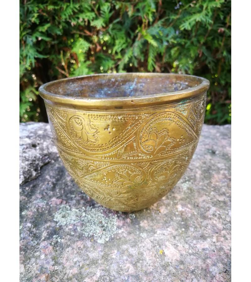 Indas antikvarinis, kaltiniai ornamentai, bronzinis. XX a. pr., Indija. Kaina 23