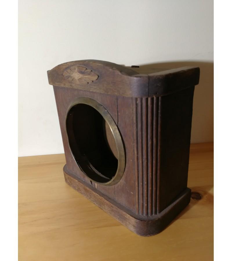 Laikrodžio, budniko antikvarinė dėžė. Kaina 48