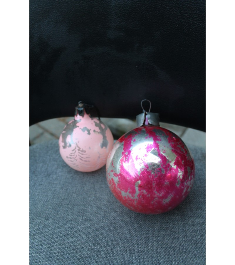 Eglutės žaisliukai - storo stiklo burbulai. 2 vnt. Kaina 5 už abu.