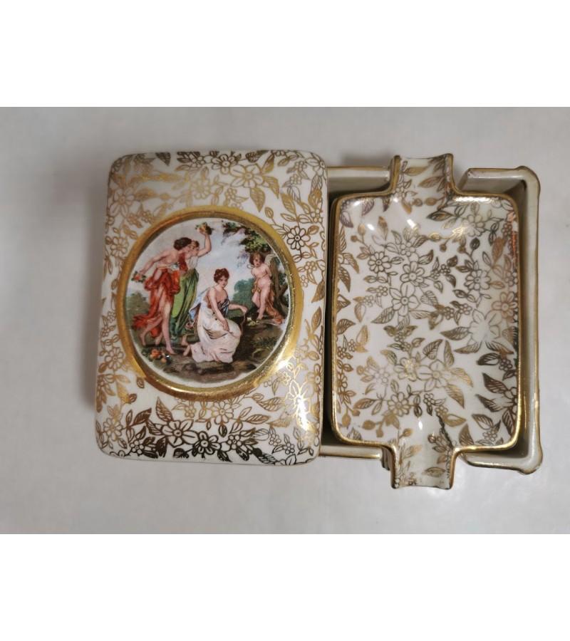 Dėžutė su peleninėmis porcelianinė, antikvarinė. Empire England. Kaina 28