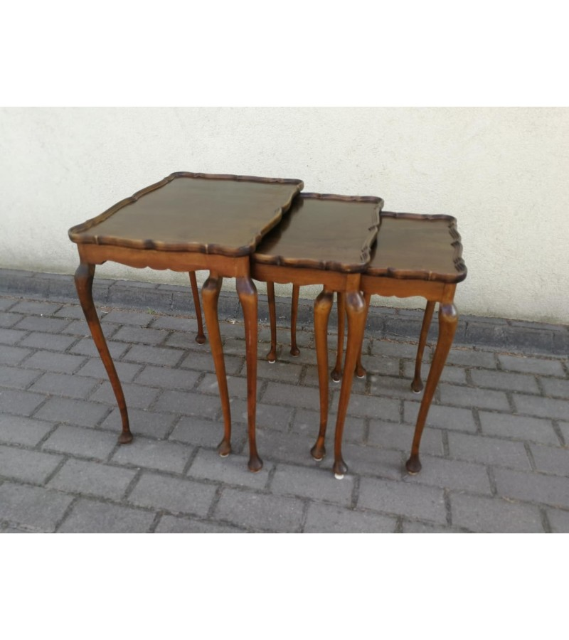 Staliukai antikvariniai, medžio masyvo, tvirti. LIKO 2 vnt. Kaina 52 ir 47 eur