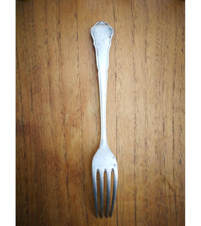 Šakutė sidabrinė, antikvarinė, 800 prabos. Svoris 64 gr. Kaina 38