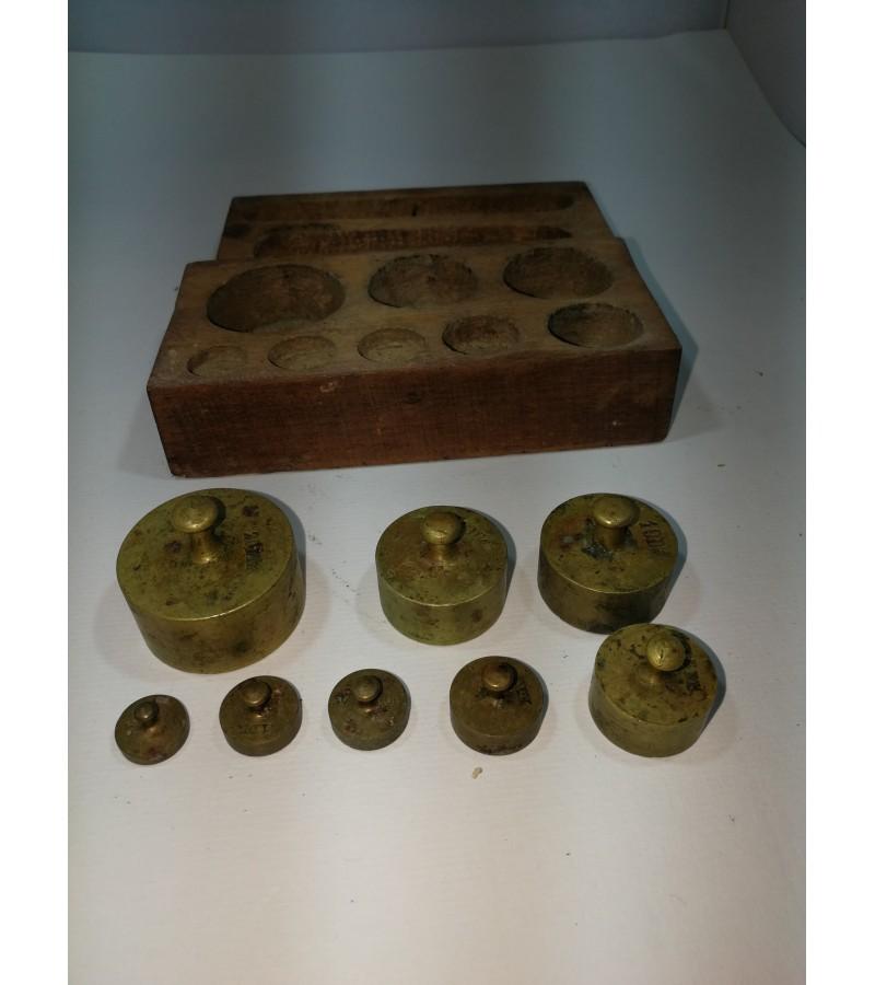 Svarelių bronzinių komplektas antikvarinis originalioje medinėje dėžutėje. Kaina 28