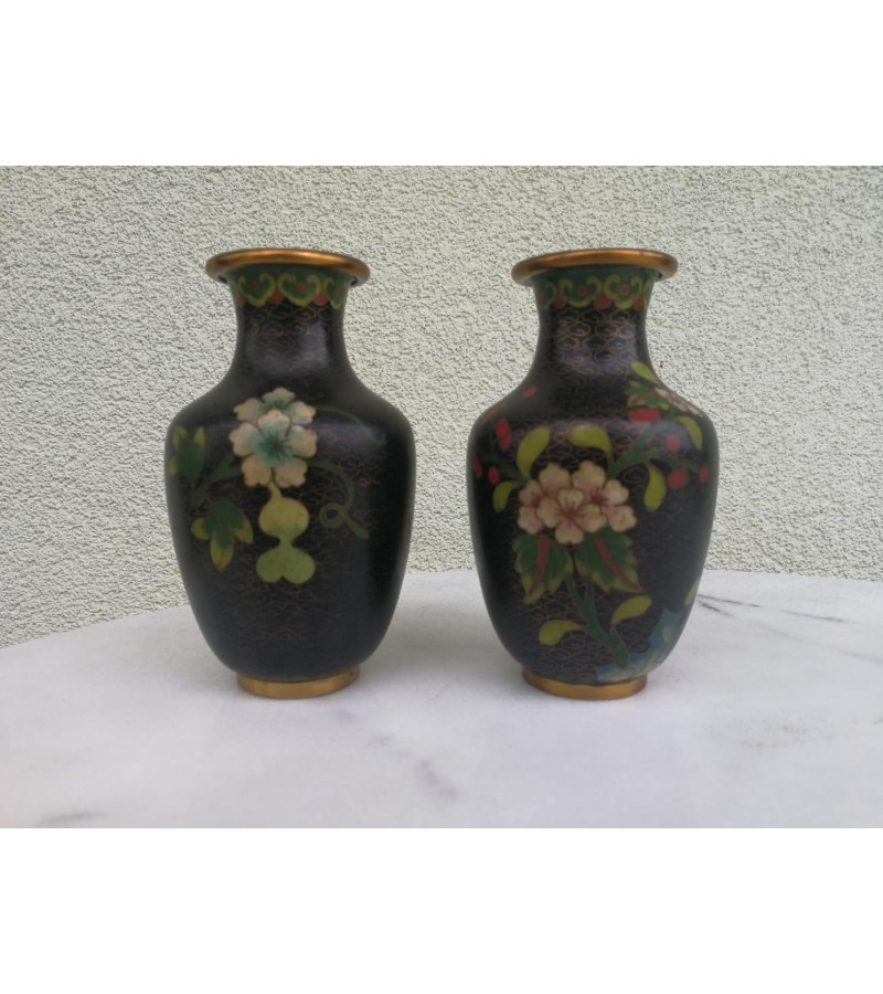 Cloisonne emalio antikvarinės vazelės. 2 vnt. Kinija, XIX a. pr. Kaina už abi 82