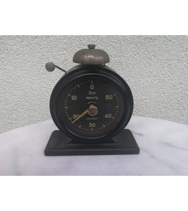 Laikrodis bakelitinis. 1964 m. Kaina 18
