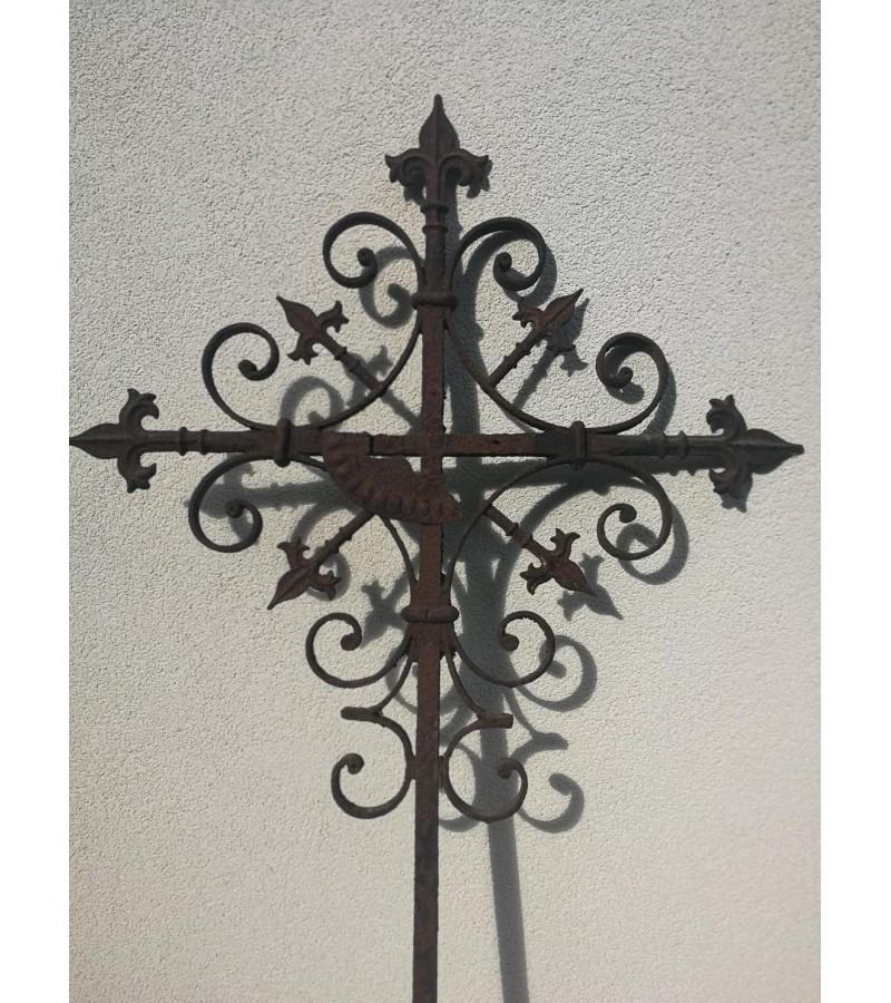 Kryžius antikvarinis ketaus, špižinis. Kaina 62