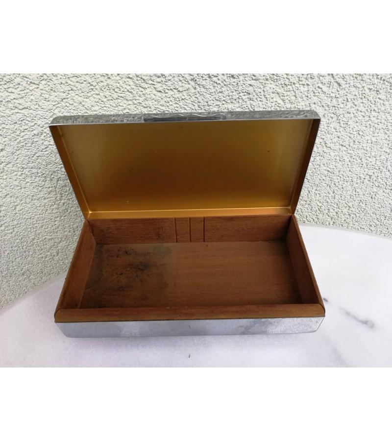 Dėžutė cigarams antikvarinė. Anglija. Kaina 23