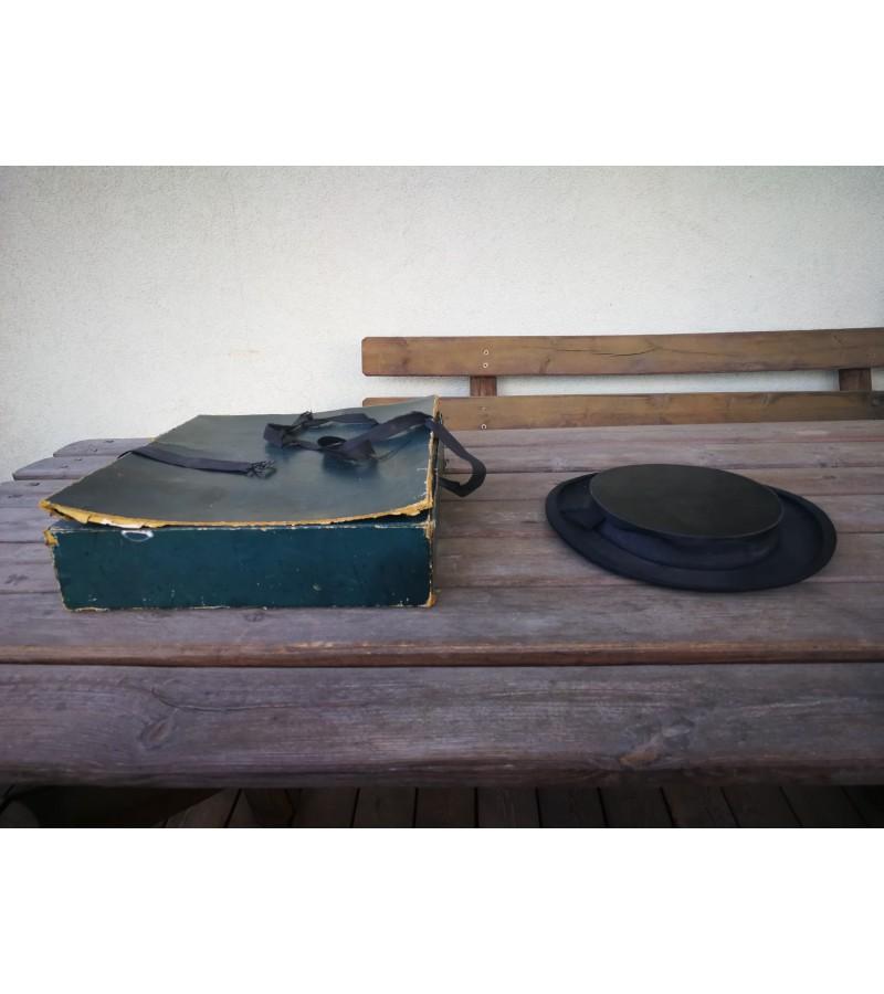 Cilindras-skrybėlė antikvarinis, sudedamas. Kaina 62